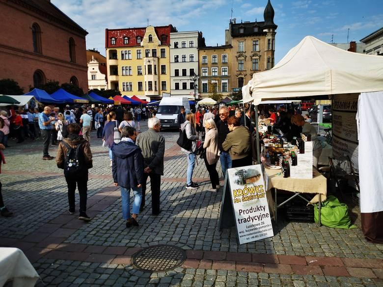 na Rynku Nowomiejskim w Toruniu odbył się Jarmark Śniadaniowy. Można było kupić  produkty naturalne, lokalne, przetworzone w sposób tradycyjny, domowy,