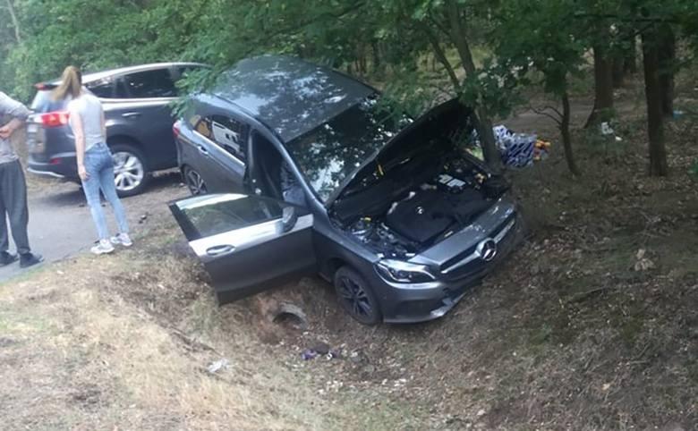 Do zdarzenia doszło w sobotę, 13 lipca, na drodze krajowej nr 22 koło Bolemina pod Gorzowem. Kierujący mercedesem wpadł w poślizg i stracił panowanie