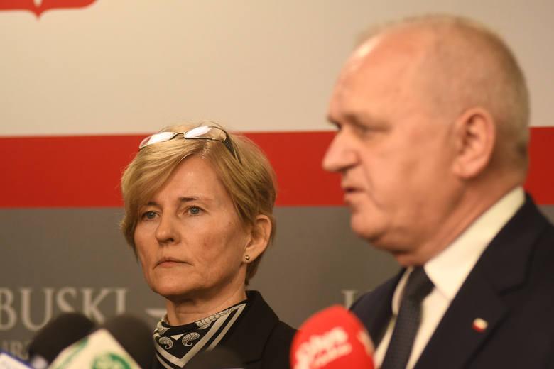 Wojewoda lubuski i dyrektor wojewódzkiej stacji sanitarno - epidemiologicznej mówili o koronawirusie w Lubuskiem w czasie specjalnie zwołanej konferencji