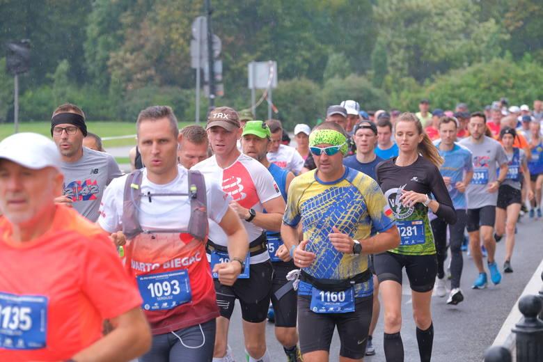 Od ponad 40 lat ostatni weekend września przemienia się w stolicy w prawdziwe święto biegania. Nie inaczej jest i w tym roku, choć reżim sanitarny wymusił