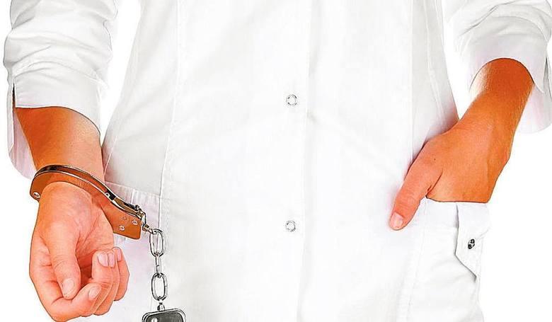 Do ośmiu lat więzienia grozi 64-letniemu technikowi dentystycznemu, który leczył i wyrywał zęby nie mając do tego uprawnień. Zarzucono mu między innymi