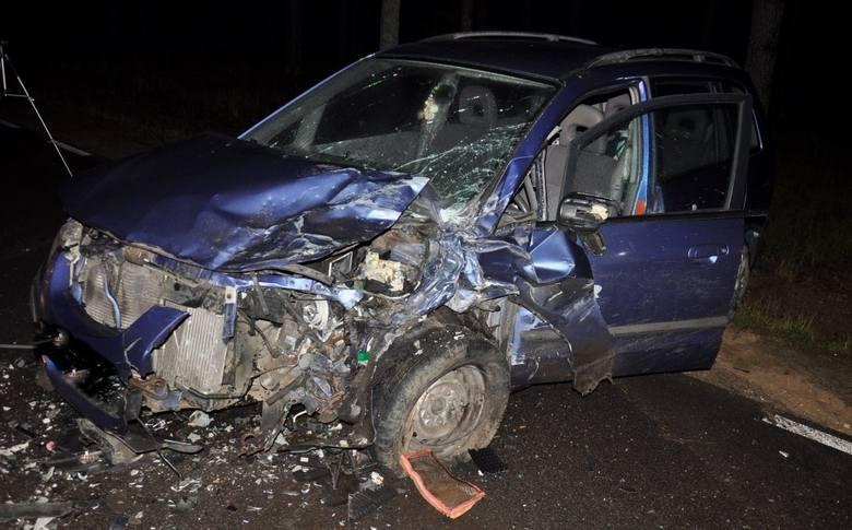 Ze wstępnych ustaleń policjantów wynika, że kierująca pojazdem marki Renault jechała od Pisza w stronę miejscowości Turośl. Na prostym odcinku drogi