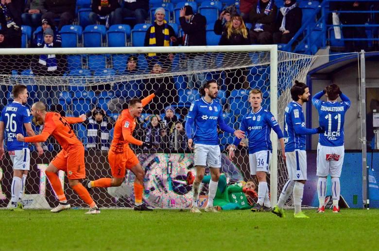 Oto najgorsze mecze w Lechu Poznań w wykonaniu Nikoli Vujadinovicia.Był zamieszany przy pierwszym golu dla Zagłębia, gdy nie poradził sobie z Bartłomiejem