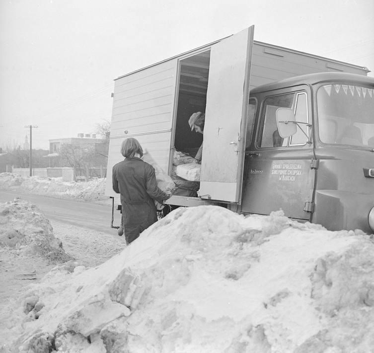 Zamarznięty chleb, pociągi w zaspach. Jak 40 lat temu na Podkarpaciu zmagaliśmy się z zimą stulecia