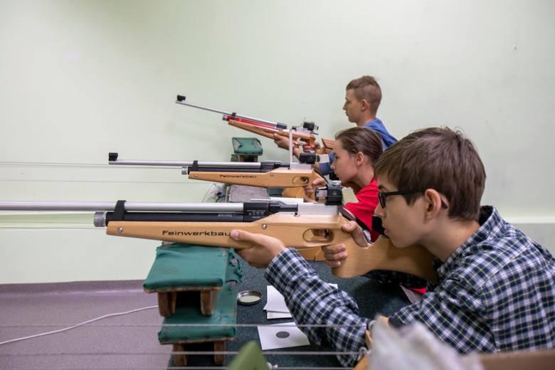 Przez cały lipiec (od poniedziałku do piątku w godz. 11-14) CWZS Zawisza Klub Strzelecki zaprasza młodzież w wieku 12-16 lat na bezpłatne zajęcia strzeleckie.