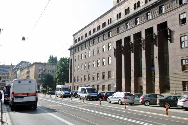 Wrocław: Alarm bombowy w Komendzie Wojewódzkiej Policji (FOTO)