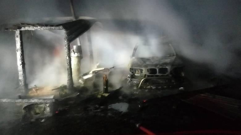 W środowy wieczór w miejscowości Brusno w gminie Połczyn-Zdrój doszło do pożaru wiaty, gdzie znajdowały się samochody osobowe oraz urządzenia gospodarcze.Podczas