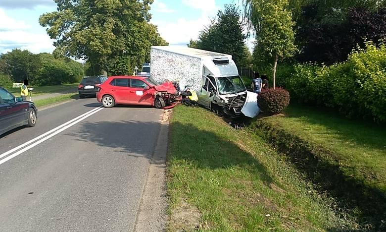 Wypadek na trasie Słupsk - Bierkowo. Jedna osoba w szpitalu (zdjęcia, wideo)