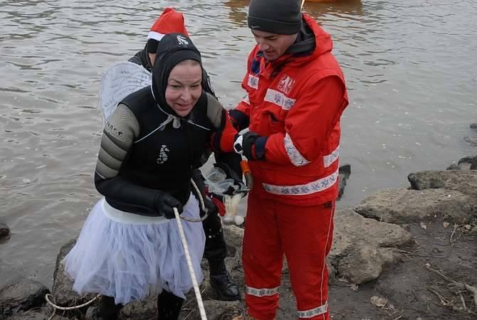 Głogowski Spływ Mikołajów 2014. To dla uczestników i widzów przede wszystkim dobra zabawa.