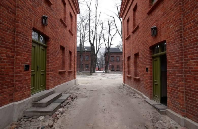 """Centrum Łodzi w ostatnich latach znacznie się zmieniło """"na plus"""". Odnowiona została ul. Piotrkowska, powstały woonerfy i odnowiono kamienice. Jednocześnie"""