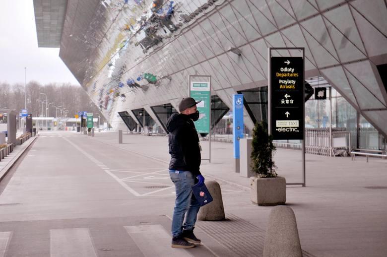 Lot do domu: Do kraju wróciło już ponad 29 tysięcy osób. Polacy mogą skorzystać już nie tylko z samolotów, ale także pociągów i autobusów