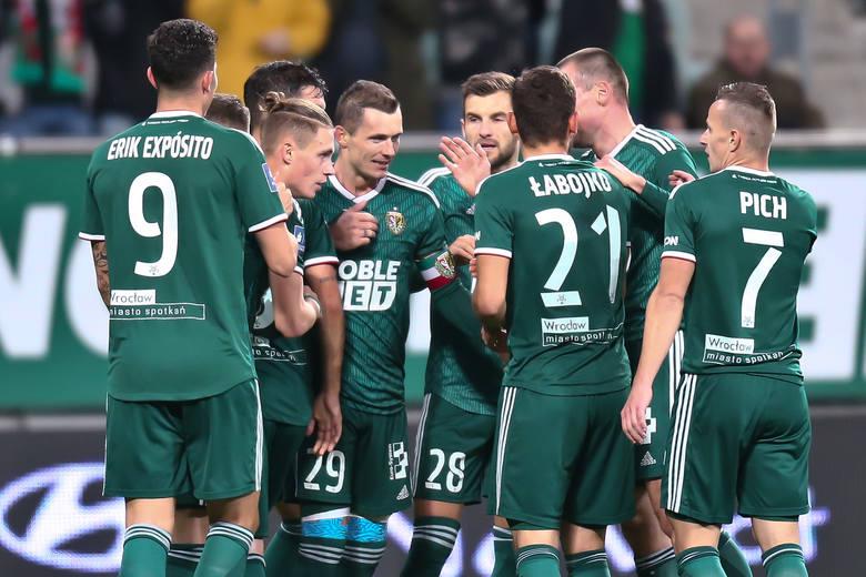 Śląsk Wrocław pokonał dotychczasowego lidera PKO Ekstraklasy Wisłę Płock 3:1. Oto nasze subiektywne oceny piłkarzy Śląska za występ w tym spotkaniu.
