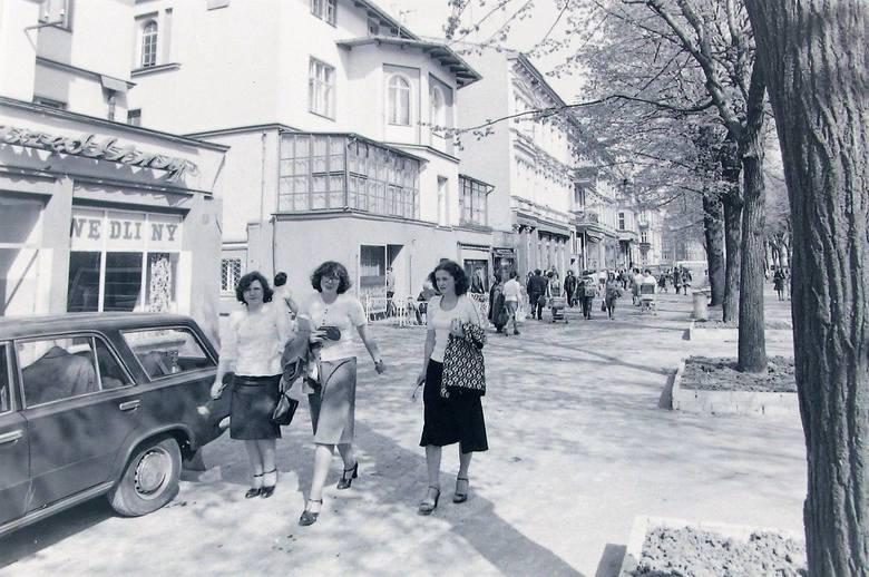 Wiosna 1977 roku na al. Wojska Polskiego, wszystko kwitło