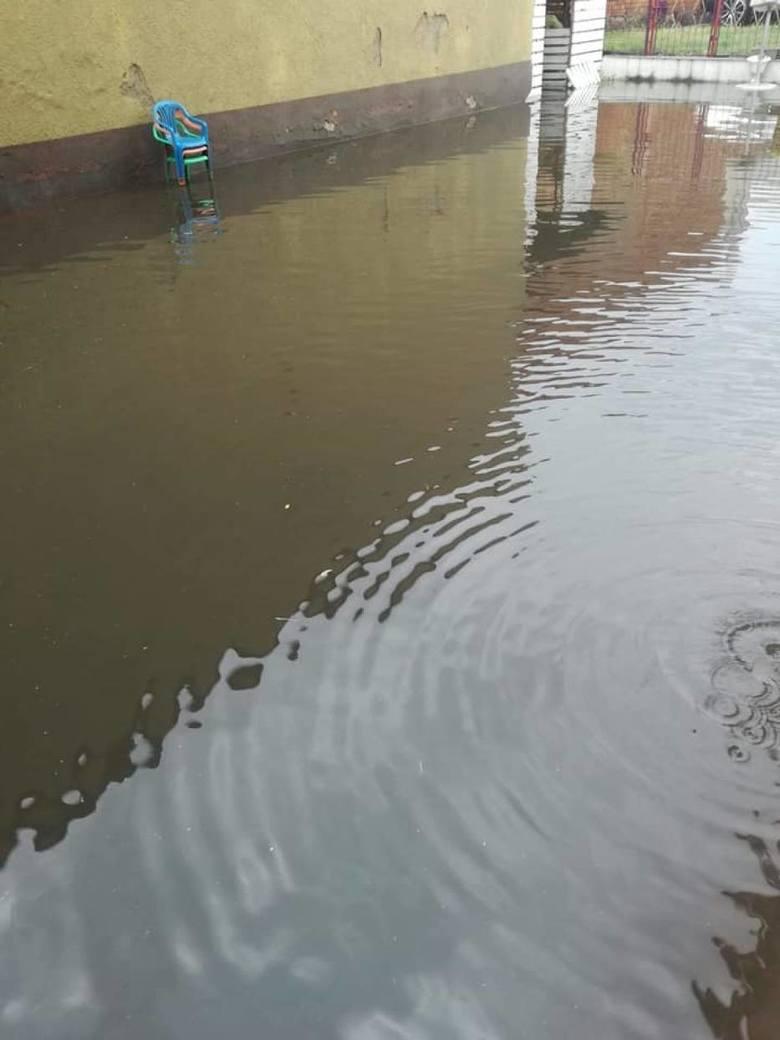- W dużej mierze jest to efekt wieloletnich zaniedbań władz miasta. Nic nie robi się, by rozbudować kanalizację deszczową w tym rejonie. Każdy taki deszcz