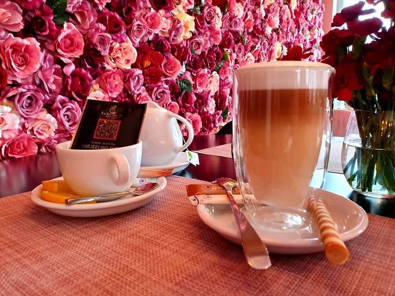 - Kawiarnię otworzyliśmy jesienią - opowiada nam właściciel Kwiatowej Cafe w Toruniu, Waldemar Ronewicz. - Włożyliśmy w to dużo serca. Wnętrze zaaranżowaliśmy
