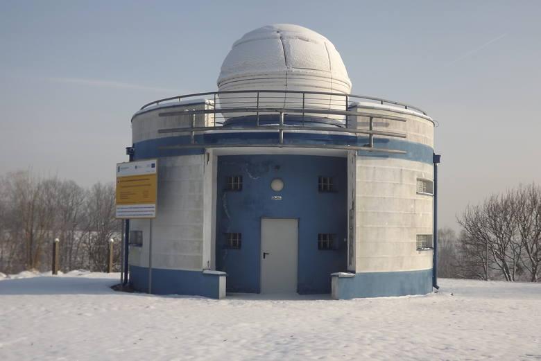 Astrobaza przy Zespole Szkół nr 1 w Golubiu-Dobrzyniu ma około 10 lat. Aktualnie znajduje się w złym stanie, nie nadaje się do użytku i potrzebuje kolejnego