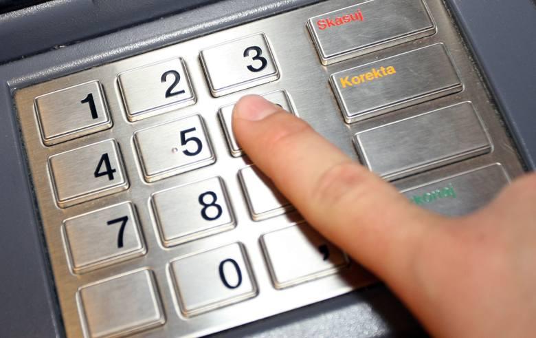 Prawo bankowe mówi o możliwości zablokowania pieniędzy na koncie gdy istnieje podejrzenie że pieniądze pochodzą z przestępstwa. W takim wypadku bank