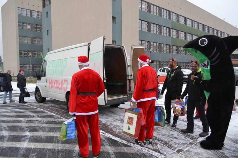 Żużlowcy ROW Rybnik są Mikołajami. Rozdają prezenty dzieciom w szpitalu i Domu Dziecka