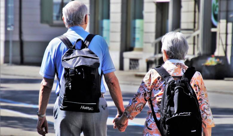 W Polsce od października 2017 r. obowiązuje ustawa o obniżonym wieku emerytalnym. Nowe prawo wywołało szereg kontrowersji – podczas gdy u nas wiek emerytalny