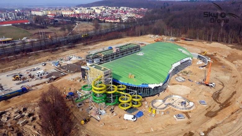 Aquapark w Koszalinie z powietrza wygląda jeszcze bardziej okazale, niż z ziemi.