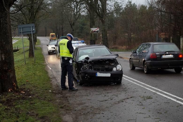 W niedzielę (26 stycznia) około godziny 9 doszło do wypadku w Globinie. Kierująca osobowym vw polo straciła panowanie nad pojazdem i wjechała w drzewo.