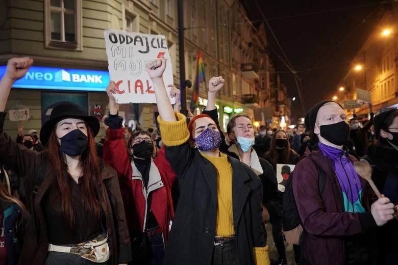 W protestach przeciwko zakazowi aborcji w Poznaniu wzięło udział wiele tysięcy osób.