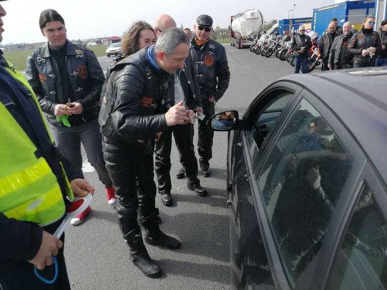 W powiecie inowrocławskim  można było spotkać ostatnio nietypowy patrol. Obok policjantów ruchu drogowego w jego skład wchodzili również  motocykliści