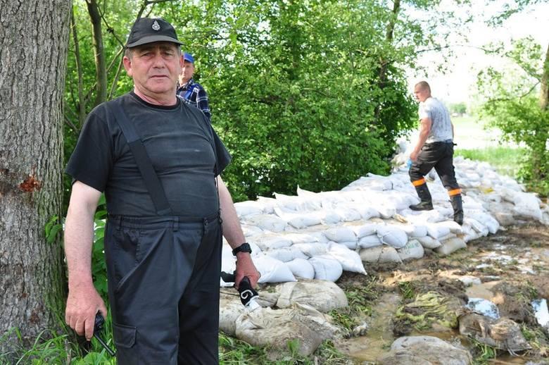 Ówczesny premier Donald Tusk odwiedził 20 maja powiat kozienicki. Oglądał pracę ratowników w Łojach koło Sieciechowa i obiecał wszelką pomoc.