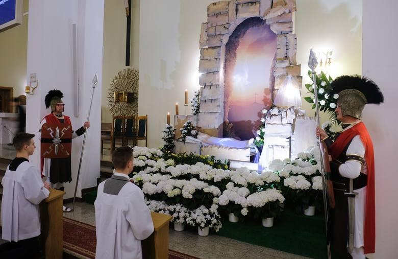 Kościół pw. św. Benedykta, Cyryla i Metodego na osiedlu Kazanów.Zobaczcie groby pańskie, które sfotografowaliśmy w Wielki Piątek w przemyskich kościołach.Ojciec