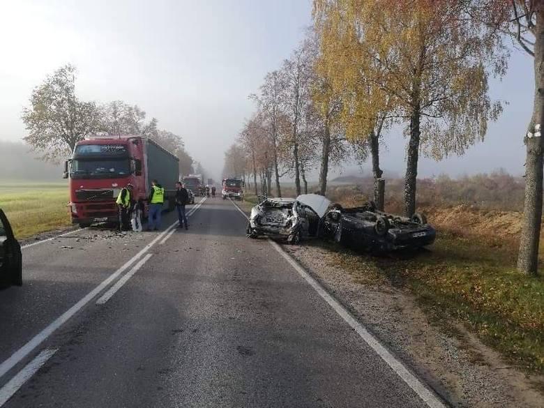 Lipowa Góra: Wypadek na DK 19. Zderzenie dwóch osobówek z tirem. Droga zablokowana