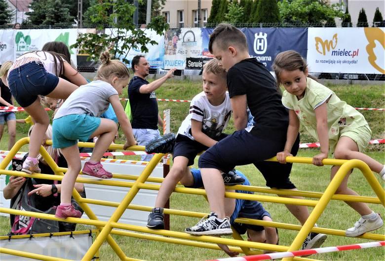 Około 500 dzieci wzięło udział w trzeciej edycji Ekstremalnego Placu Zabaw. Tor przeszkód na ulicy rzecznej cieszył się ogromną popularnością i był idealnym