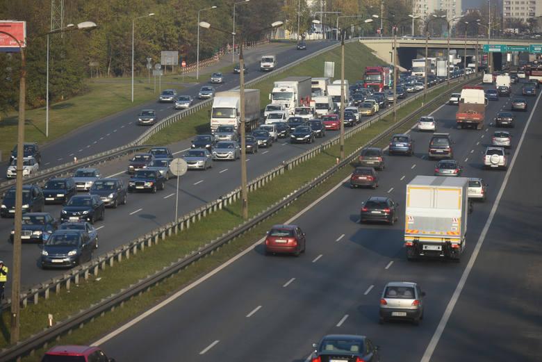 Jednym z najbardziej obciążonych ruchem odcinków polskich dróg jest droga ekspresowa S86 między Sosnowcem i Katowicami. Kroku dorównuje jej autostrada