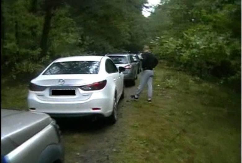 Pseudokibice napadli na policjantów w lesie koło Radomska. Zatrzymano 21 osób [ZDJĘCIA]