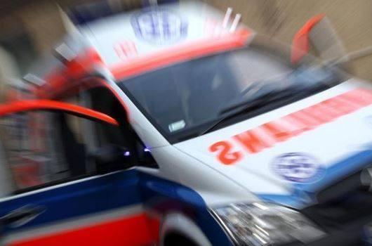 Kłótnia rodzinna! Chwyciła za kierownicę, mąż uderzył w drzewo i wjechał do rowu! Jechali z dziećmi
