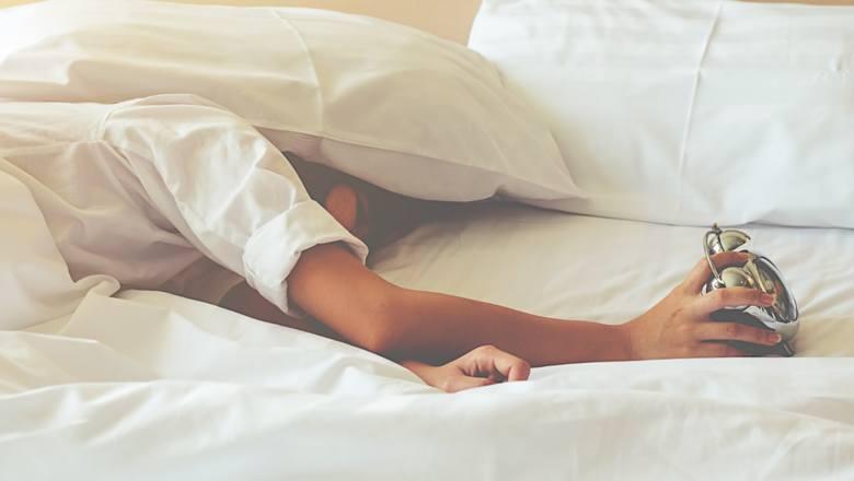 Jeśli musisz zostać w domu na dłużej, postaraj się, aby twój tryb życia był możliwie najzdrowszy. Nie rezygnuj ze zbilansowanej diety, snu,  ćwiczeń