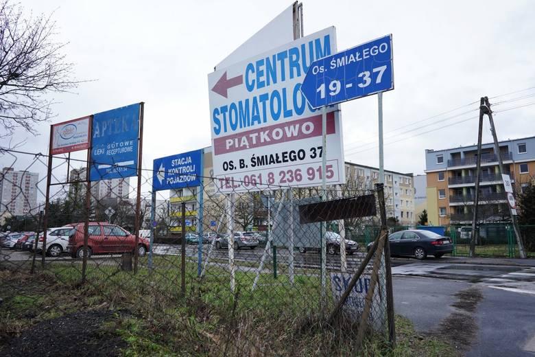Zdaniem mieszkańców największy chaos reklamowy można zobaczyć m.in. przy  wyjeździe z ul. Wachowiaka na ul. Umultowską. Dlatego radni proponują, by w tym miejscu, a także na ul. Wiechowicza na wysokości bloku nr 17 postawiono estetyczne pylony.
