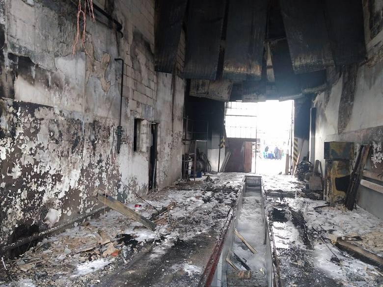Groźny pożar wybuchł dzisiaj w czwartek około 10 na terenie placu PKS przy ulicy Magazynowej. W pomieszczeniach warsztatowych zapalił się autobus.Zdjęcia