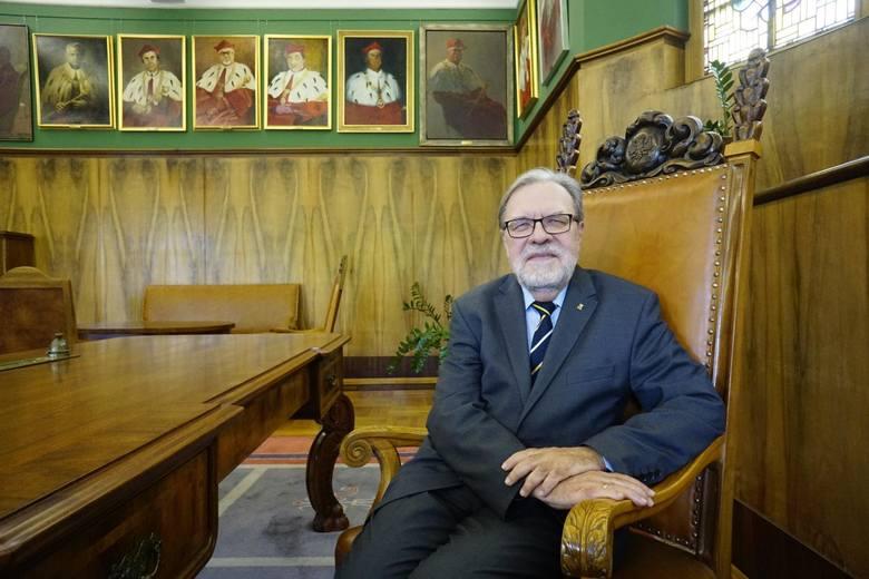 Rektor Uniwersytetu imienia Adama Mickiewicza w Poznaniu Prof. UAM dr hab. Andrzej Lesicki wydał oświadczenie w którym odniósł się do trwającego sporu
