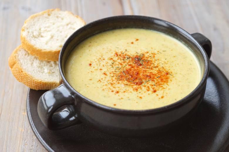 W jadłospisie leczniczej diety bogatoresztkowej każdego dnia pojawiają się zupy warzywne, m.in. typu krem