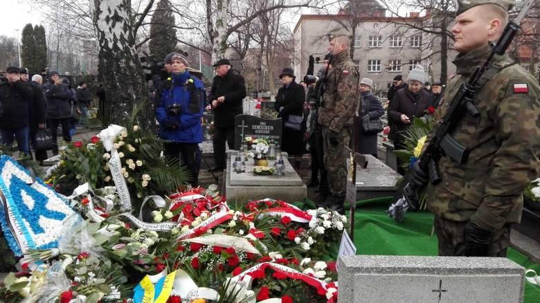 Kazimierz Kutz został pochowany w Katowicach na cmentarzu przy ul. Sienkiewicza