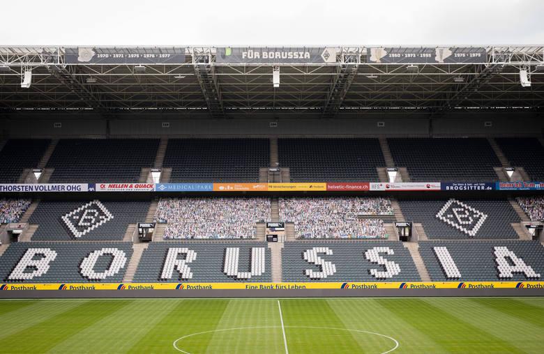 Nadzwyczajne czasy wymagają nietypowych rozwiązań. Dlatego Borussia Moenchengladbach wypełniła swój pusty stadion tekturowymi kibicami. Wszyscy chętni,