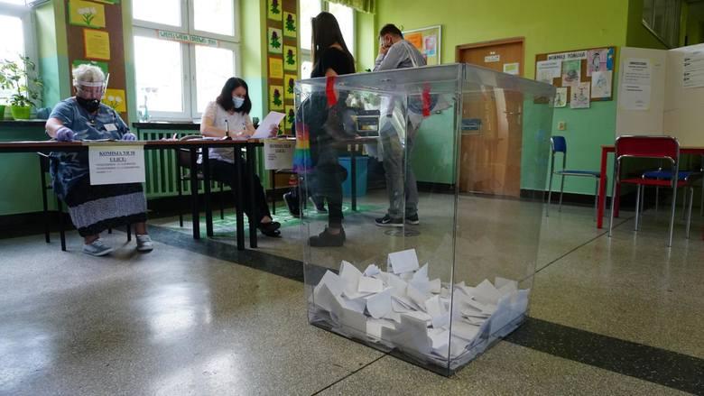 66,62 procent głosów dla Rafała Trzaskowskiego i 33,38 procent dla Andrzeja Dudy. To pełne wyniki wyborów we Wrocławiu. W rekordowych miejscach - przy