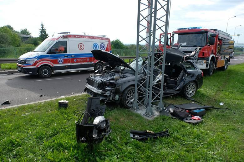 Do wypadku doszło w środę po godz. 6 rano na alei Solidarności w Przemyślu. W zderzeniu volkswagena z audi poszkodowane został osoby kierujące tymi pojazdami: