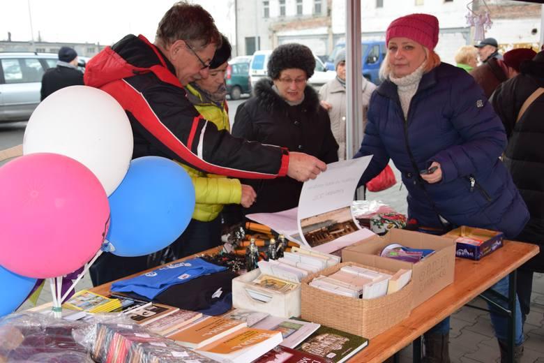 Mogileński Dom Kultury wraz z Muzeum Ziemi Mogileńskiej w Chabsku i Twoim Marketem zorganizowali wczoraj jarmark świąteczny. Na placu przed marketem,