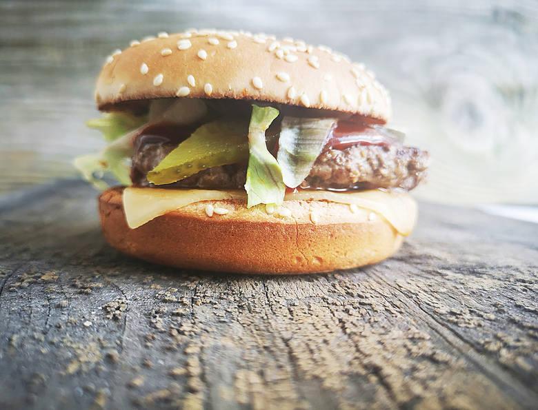 GETBURGERY - to nie żaden fast food - to gratka dla miłośników prawdziwej wołowiny. Sprawdź nową burgerownię w Ostrołęce