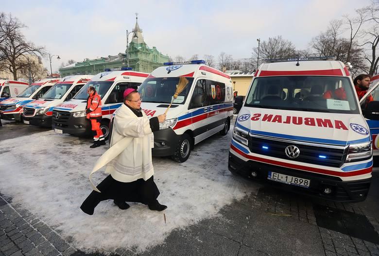 Łódzkie pogotowie ma 7 nowych karetek. Będą ratować w Skierniewicach, Zgierzu i Łodzi