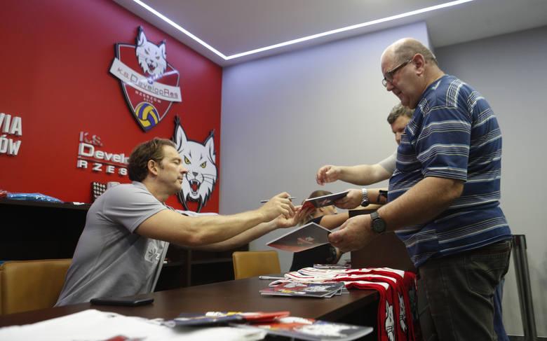 Stephane Antiga sprzedaje karnety Developresu Rzeszów na sezon 2019/20