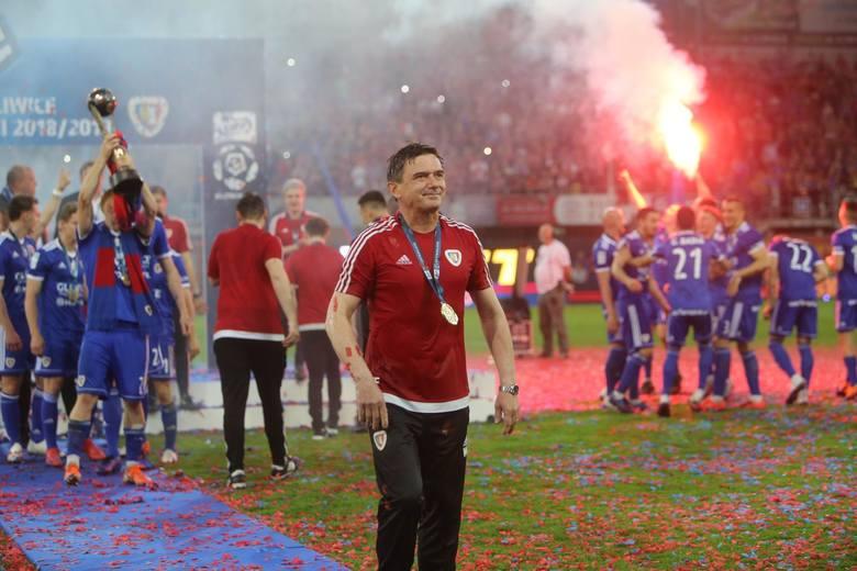 Z Piastem Gliwice zajął najpierw czternaste miejsce, a potem zdobył debiutanckie mistrzostwo Polski, wyprzedzając Legię Warszawa i Lechię Gdańsk na ostatniej