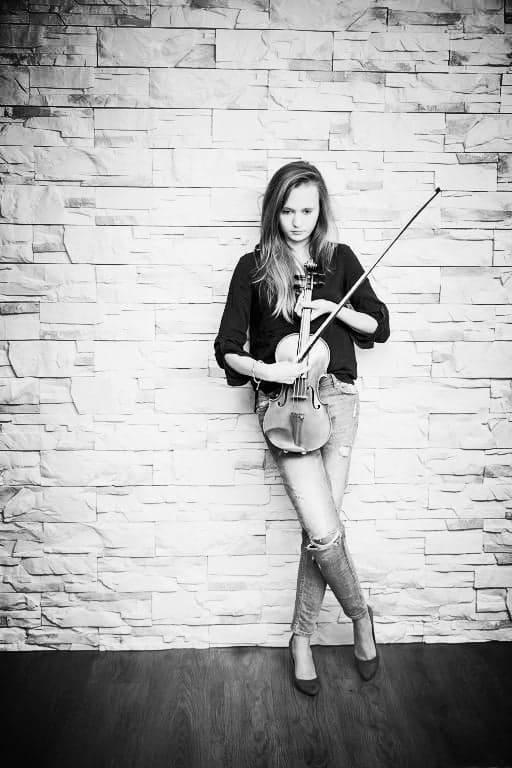 <strong>MUZYKA KLASYCZNA:</strong><br /> <br /> <strong>Sandra Haniszewska-Kubasik</strong><br /> Skrzypaczka, koncertmistrzyni poznańskiego Teatru Wielkiego. Współtwórczyni znanego zespołu kameralnego Moniuszko String Quartet, wykonującego utwory polskich kompozytorów.