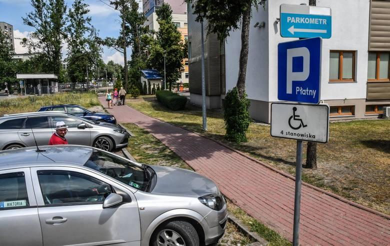 Nic tak nie irytuje pacjentów, jak konieczność płacenia za postój na przyszpitalnym parkingu. Choć są i tacy, którzy dostrzegają plusy opłat.Zobacz,